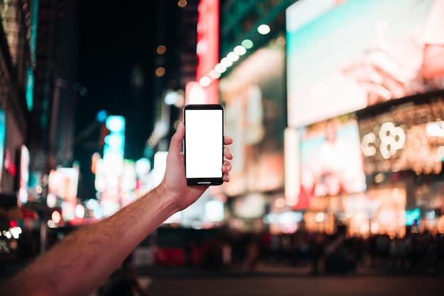 Hand die een smartphone houdt en een foto neemt Gratis Foto