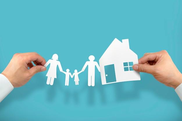 Hand houden huis en familie Premium Foto