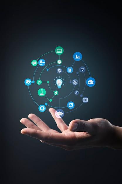 Hand met toekomstige technologie server Gratis Foto