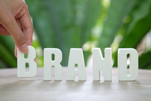 Hand regelen witte letters brand Gratis Foto
