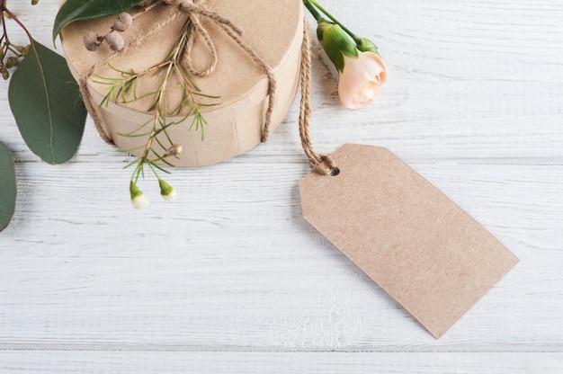 Handgemaakte geschenken en tag Premium Foto