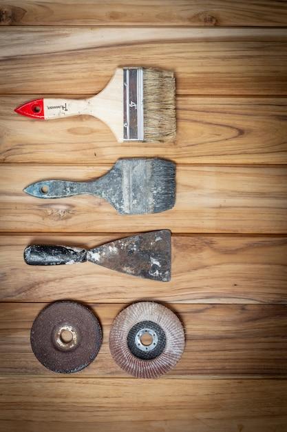 Handgereedschapset, ingesteld op houten vloer. Gratis Foto