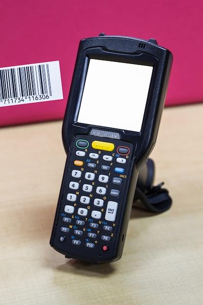 Handheld barcodescanner reader met een leeg scherm | Foto | Premium ...