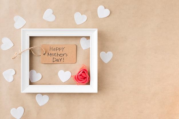 Happy mothers day inscriptie met frame en papier harten Gratis Foto