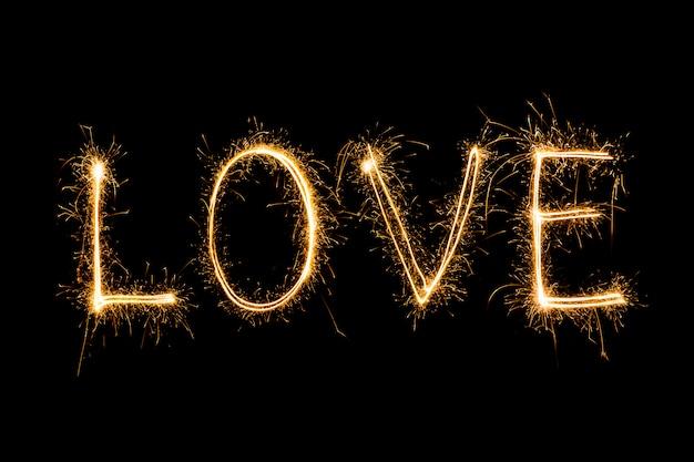 Happy valentines day - sparkler vuurwerk licht alfabet Gratis Foto