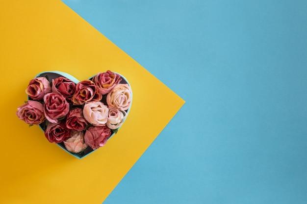Hart gemaakt van rode rozen Gratis Foto