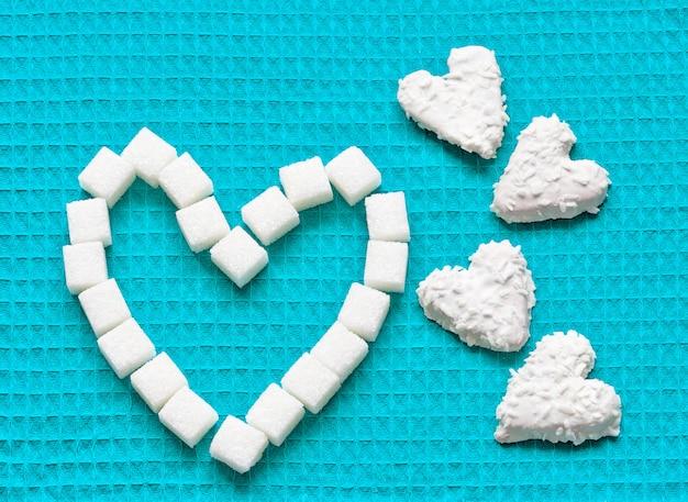 Hartvormige koekjes voor valentijnsdag Premium Foto