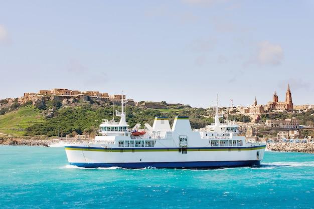 Haven van mgarr op het kleine eiland gozo. Premium Foto