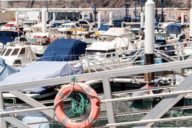 Haven vol met kleine boten Gratis Foto