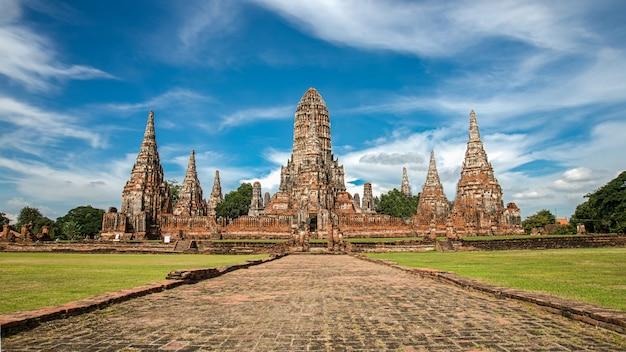Hdr ayutthaya historisch park. de beroemdste tempel. die belangrijke toeristische attractie van ayutthaya. archeologische site. gebouwen. bezienswaardigheid van thailand. Premium Foto