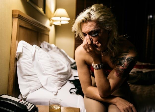Hedendaagse fotoshoot van een transgendervrouw Premium Foto