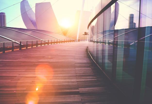 Hedendaagse gebouw buitenkant wolkenkrabber ontwerpconcept Gratis Foto