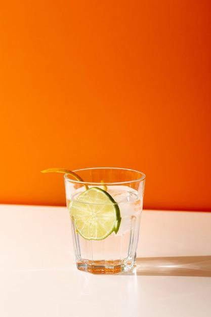 Heerlijk drankje in glas met limoenplak Gratis Foto