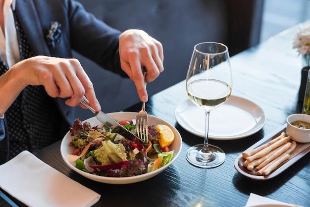 Heerlijk gerecht in een restaurant Premium Foto