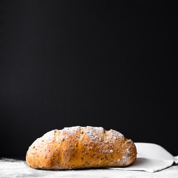 Heerlijk vers gekookt brood met exemplaarruimte Gratis Foto