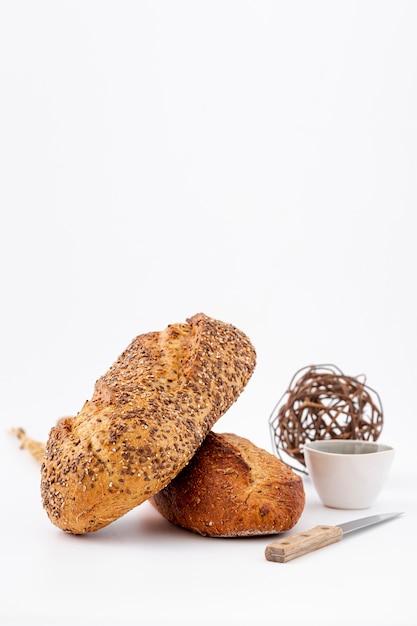 Heerlijk wit gebakken brood met kopie ruimte Gratis Foto