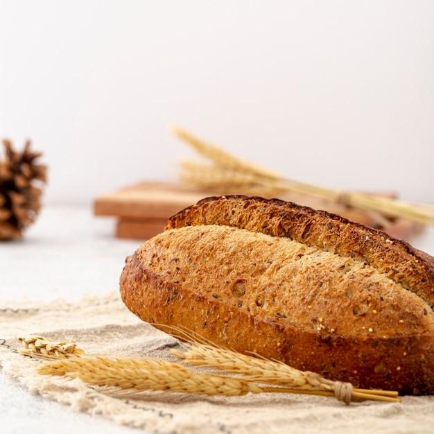 Heerlijk wit gebakken broodclose-up Gratis Foto