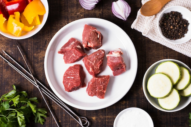 Heerlijke arabische fastfood stukken vlees bovenaanzicht Gratis Foto