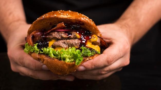 Heerlijke dubbele rundvleesburger met kaas Gratis Foto