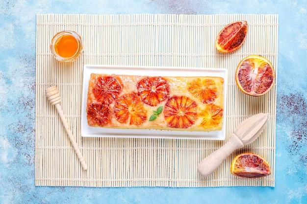 Heerlijke franse desserttaarttatin met bloedsinaasappel. Gratis Foto