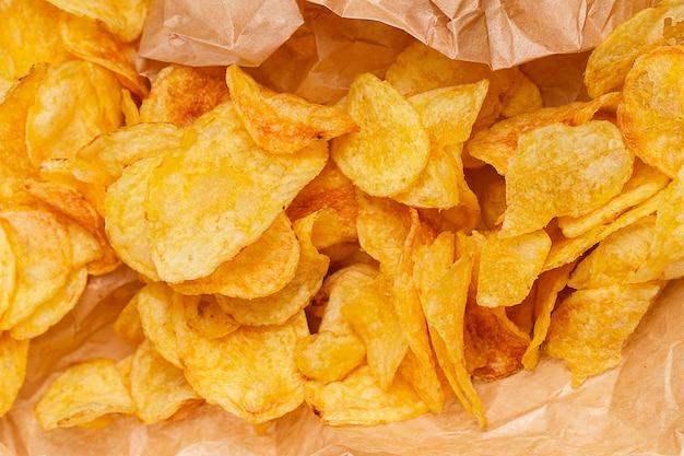 Heerlijke friet op tafel Gratis Foto