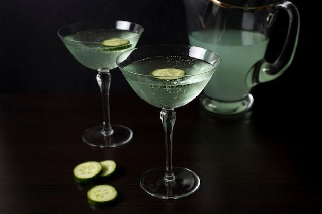 Heerlijke glazen cocktail met komkommer Gratis Foto