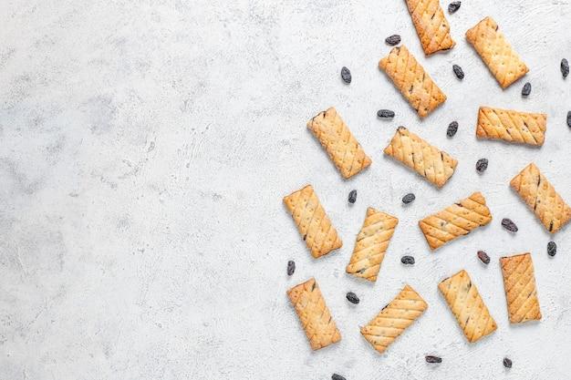 Heerlijke koekjes met rozijnen, bovenaanzicht Gratis Foto
