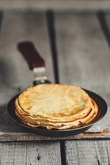 Heerlijke pannenkoeken voor het ontbijt Premium Foto
