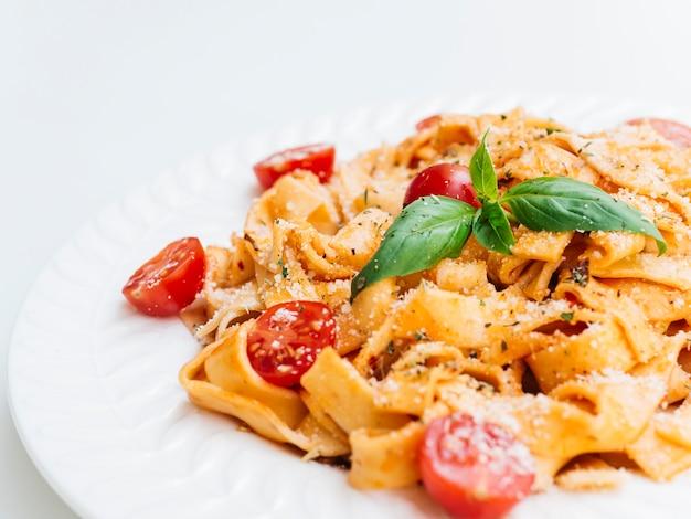 Heerlijke plaat van italiaanse pasta Gratis Foto