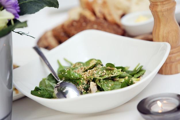 Heerlijke salade bij een banket Gratis Foto