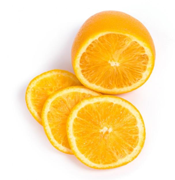 Heerlijke sinaasappel op wit Gratis Foto