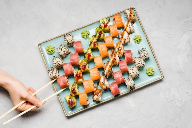 Heerlijke sushi variatie bovenaanzicht Gratis Foto