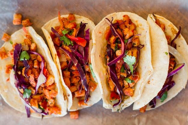 Heerlijke taco's arrangement bovenaanzicht Gratis Foto