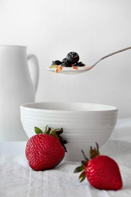 Heerlijke yoghurt met bosbessen Gratis Foto