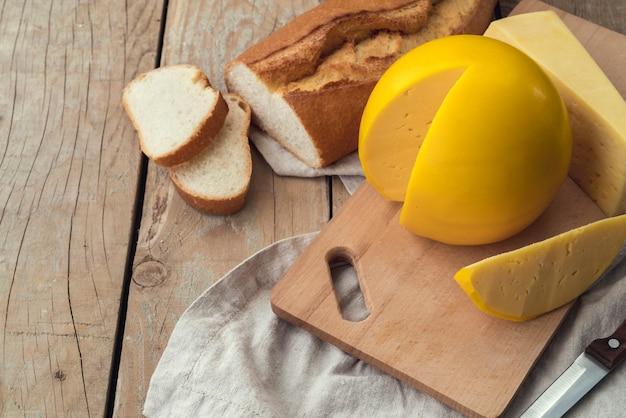 Heerlijke zelfgemaakte kaas met brood Gratis Foto