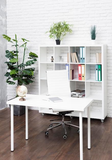Helder modern minimalistisch bureau Gratis Foto