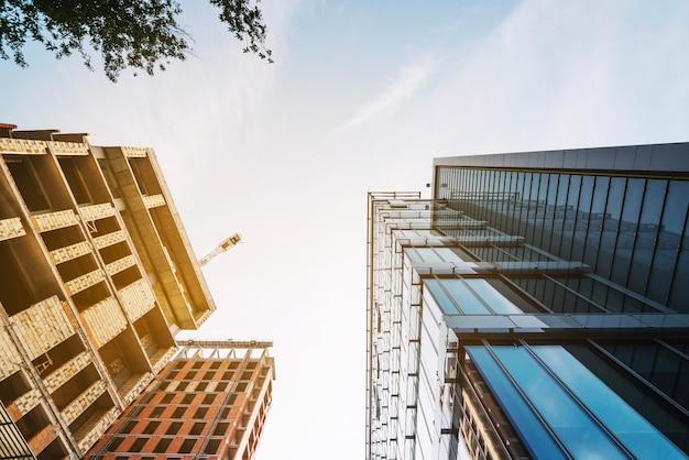 Helder schot van nieuwe gebouwen in de buurt Gratis Foto