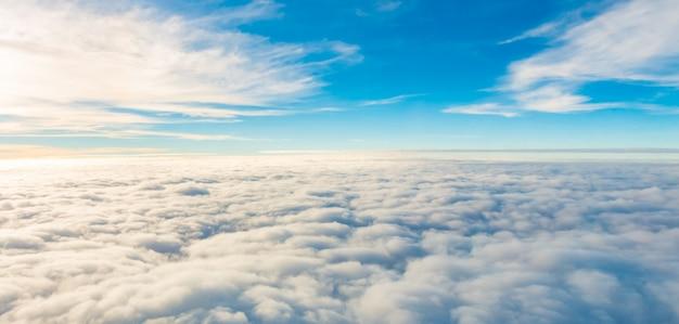 Heldere lucht vlieg fantastische reis Gratis Foto