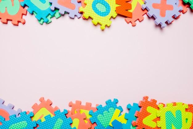 Heldere puzzels voor kinderen op wit Gratis Foto