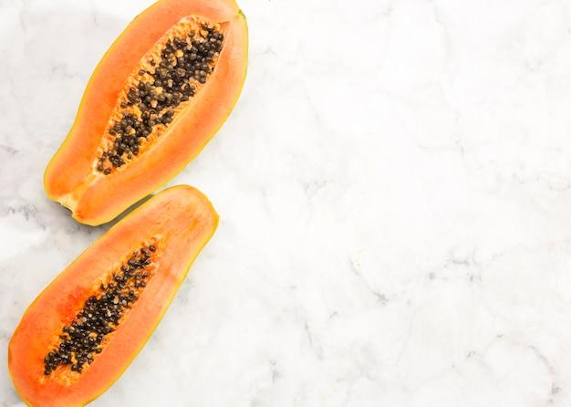 Helften van papaya fruit met kopie ruimte Gratis Foto