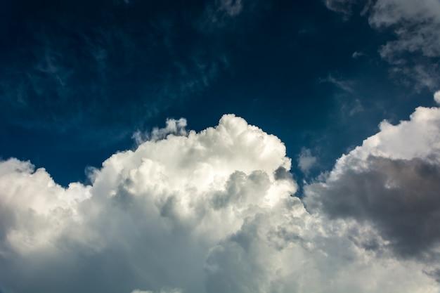 Hemel-wolken achtergrond. Gratis Foto