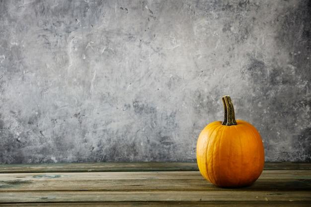 Herfst achtergrond met pompoen Premium Foto