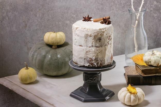 Herfst naakte cake Premium Foto