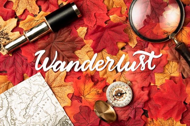 Herfst reizen belettering met bladeren Gratis Foto