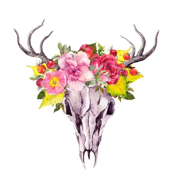 Herten dierlijke schedel met herfstbladeren en bloemen. aquarel in vintage boho-stijl Premium Foto