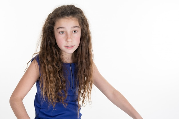 Het aantrekkelijke gelukkige glimlachen preteen 10 éénjarigen vrouwelijk meisje Premium Foto