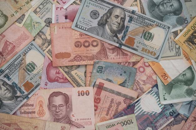Het bankbiljet van de close-upverscheidenheid over de hele wereld. Premium Foto