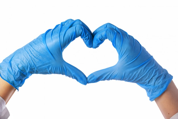 Het close-up van dient latexhandschoenen in. het hart is gevouwen uit de handen. Premium Foto