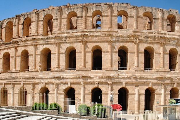 Het colosseum in el jem - het op twee na grootste ter wereld en het beste op het gebied van veiligheid. Premium Foto