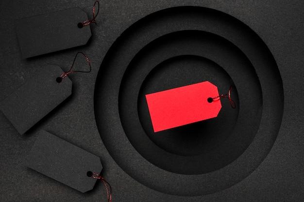 Het concept van de prijskaartjesverkoop op zwarte achtergrond Gratis Foto
